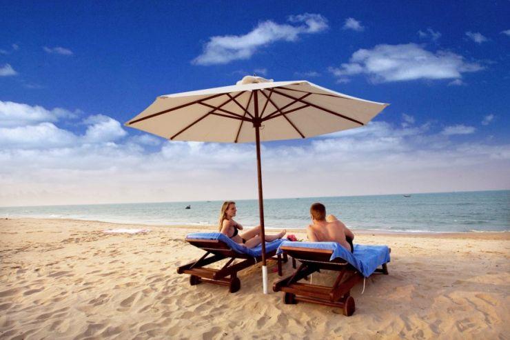 Free & Easy: Nha Trang Beach Relaxation