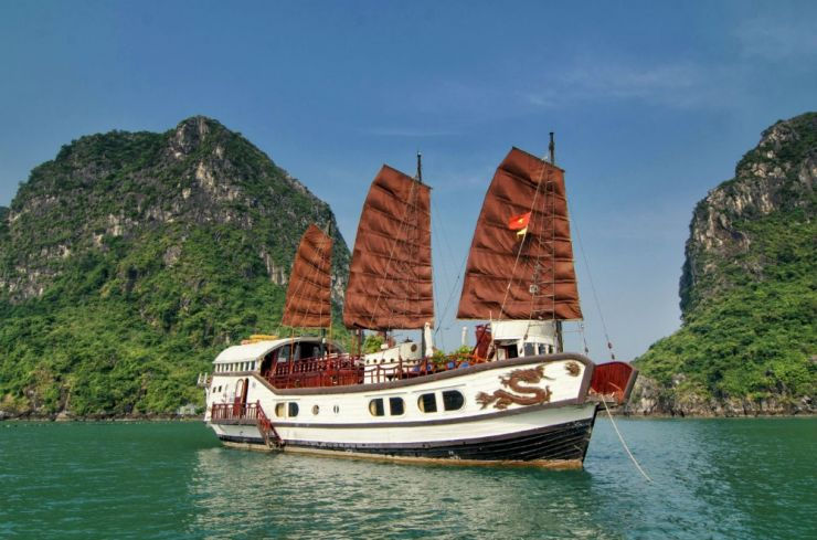 Red Dragon Junk Halong