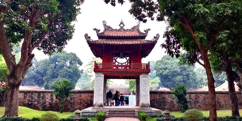 Hanoi Fabulous Food & Sights Motorbike Tour